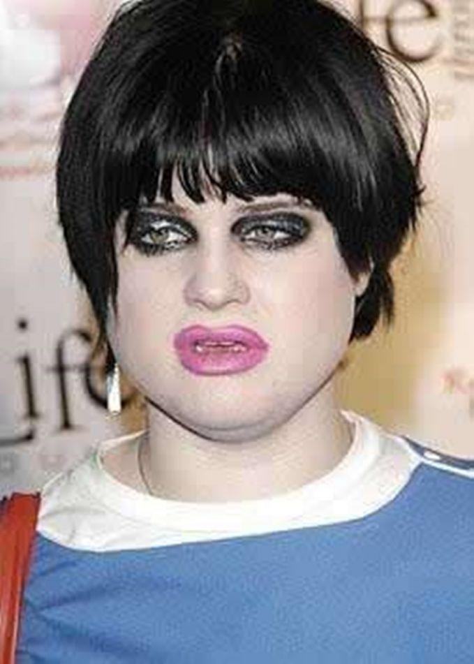 Kelly Osbourne Tampangnya sangat menyedihkan :V