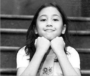 Masih ingat sama film 'Petualangan Sherina' kan?. Dia lucu banget ya pulsker pas masih kecil. Sekarang Sherina menjadi salah satu penyanyi wanita dengan suara emas di jagat musik tanah air. Itu dia pulsker, beberapa foto masa kecil penyanyi tanah air. Ada perbedaan mendasar apa nih menurut kalian?. (Baca juga ratusan artikel menarik lainnya di http://www.pulsk.com/u/242329).