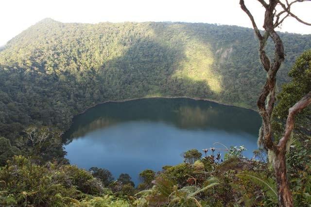 Bicara jambi, pasti pikiran melayang ke Kerinci. Tapi gak cuma itu pulsker, ada juga gunung Masurai yang menyimpan keindahan danau diatas ketinggian 2.702 mdpl. Danau itu adalah danau Kumbang, cocok buat camping bareng-bareng sambil nikmatin alam pegunungan disana.