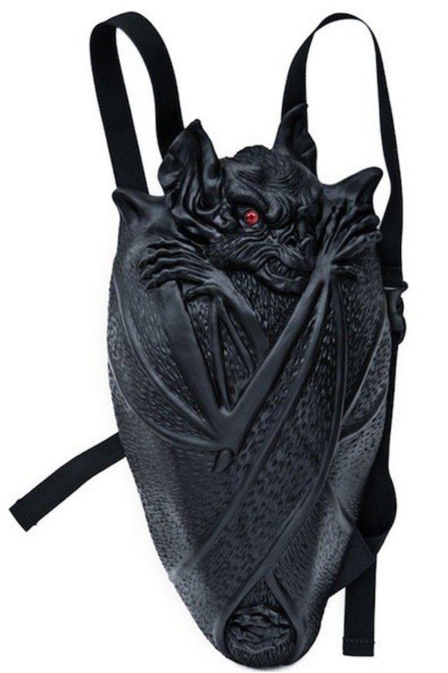 Vampire Bat Backpack Buat kamu penggila vampire pasti suka banget dengan tas dengan desain kelelawar vampire berikut ini. Tas ini seperti bisa berkespresi menatap tajam dengan matanya yang merah.Tapi sayangnya, untuk memiliki kelelawar ini kamu harus mengeluarkan kocek yang cukup dalam yaitu $89.99 dan kamu bisa dapatkan tas ini di situs Amazon.
