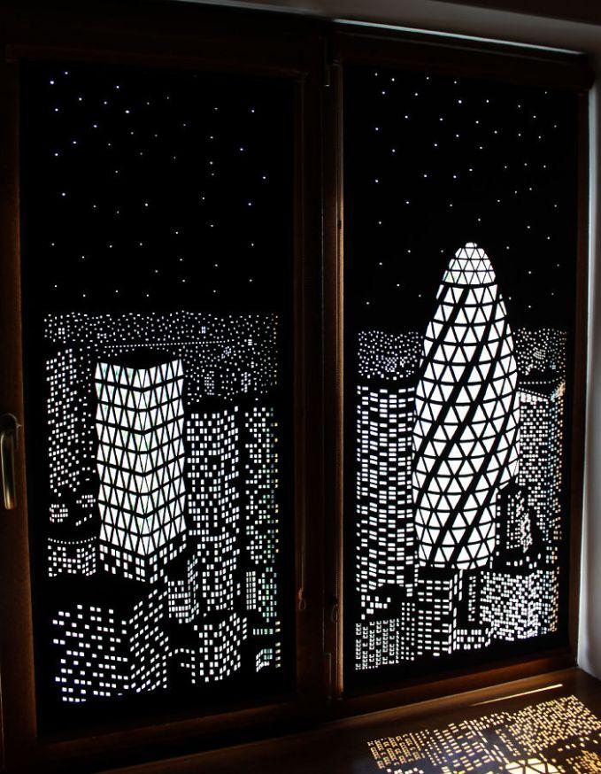 Dengan gorden ini kita seolah berada di sebuah apartemen lantai atas pulsker. Pemandangan yang ditawarkan adalah gemerlapnya kota di malam hari.
