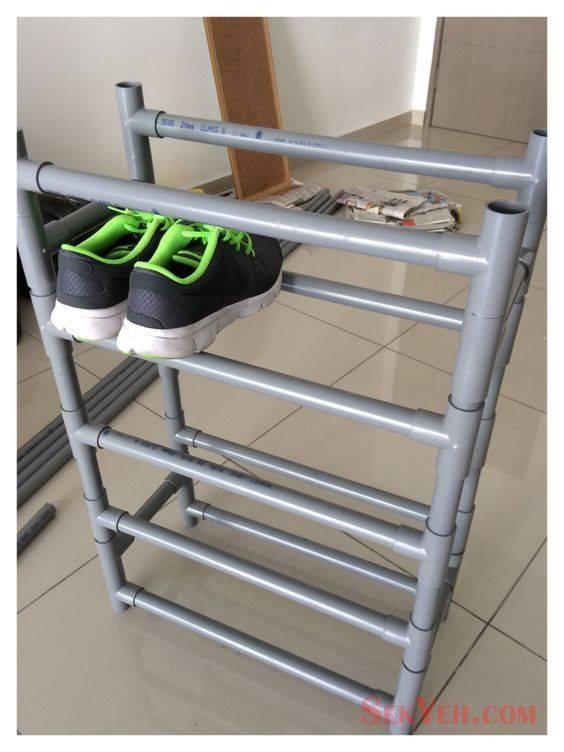 Bingung mau meletakkan sepatu biar gak berantakan?. Rak sepatu dari pipa paralon ini memberi solusi tepat pulsker. Mudah dan murah bikinnya.