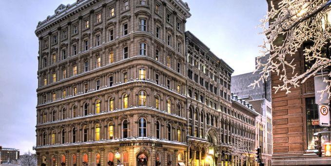 Di New Orelans, hotel yang terkenal angker adalah The Place d'Armes Hotel pulsker. Di hotel ini sering terdengar suara-suara anak kecil yang akan menghantui siapa saja saat berkunjung disana. Dari luar sih emang megah ya, tapi ngeri juga tuh.