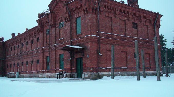 Kita ke Eropa pulsker, tepatnya di hotel Karosta di Latvia. Pada jaman Perang Dunia dulu, hotel ini digunakan untuk tempat menginap para petinggi Nazi dan militer Uni Soviet. Pengunjung juga kerap dihantui oleh sosok wanita yang gantung diri dan suara-suara mengerikan lainnya. Dan juga bayangan parwah para tahanan.