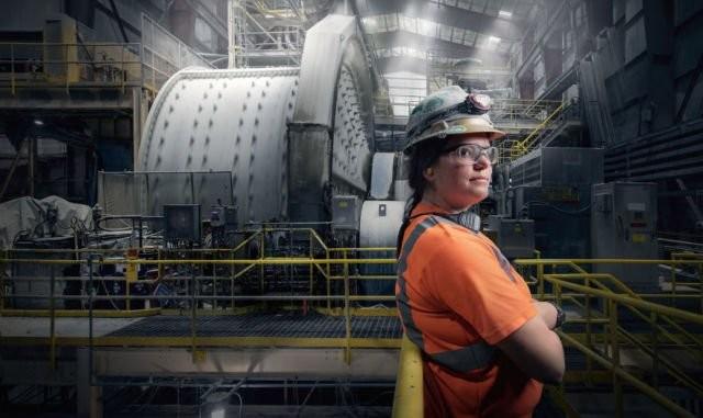 Jordan Ainsworth yang memilih menjadi operator pabrik di Tambang Emas Round Mountain, di Round Mountain, Nevada.