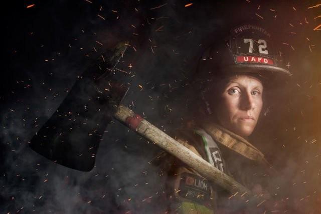 Siapa bilang pemadam kebakaran cuma pekerjaan para cowok? Mindy Gabriel mematahkan padangan itu. Dia sekarang bertugas di Ohio, Amerika Serikat.