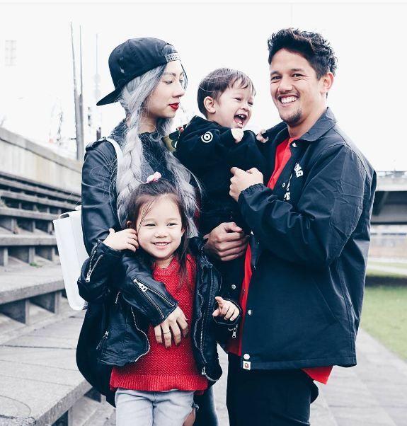Jennifer Kurniawan. Model seksi ini memutuskan menikah dengan salah satu pemain TIMNAS Indonesia yang bernama Irfan Bachdim pada tahun 2011 yang telah dikaruniai 2 anak.