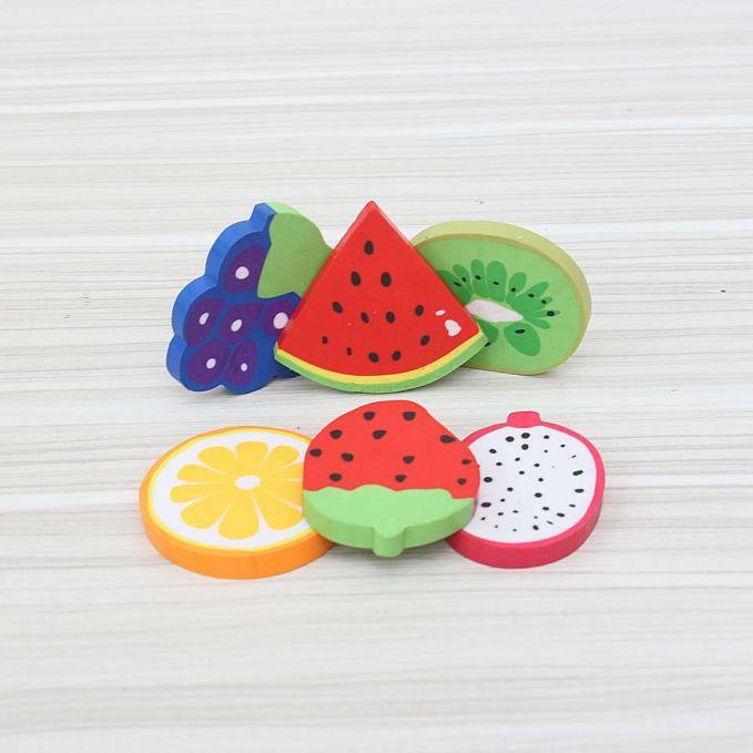 Penghapus lainnya adalah berbentuk buah-buahan pulsker. Biasanya ini adalah hadiah dari snack yang sering kita makan dulu.