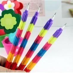 Pensil dari hari ke hari semakin inovatif pulsker. Nih pensil menawarkan kemudahan buat kita, yakni tanpa rautan. Kalau tumpul atau patah bisa diganti.
