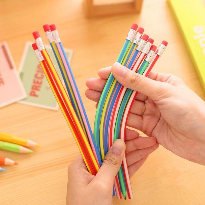 Ini nih yang hits banget dulu, pensil Inul. Kenapa disebut pensil Inul?. Karena bentuknya yang elastis dan meliuk-liuk ala goyangan si ratu ngebor Inul Daratista. Makanya dinamai pensil Inul pulsker.
