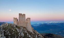 Wah, Ratusan Kastil Tua nan Indah di Italia Ini Dibagikan Secara Cuma-Cuma Lho...Siapa Mau?