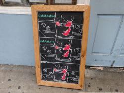 9 Papan Menu di Depan Kafe Ini Bukan Malah Tertarik Tapi Malah Bikin Kita mIkir Dua Kali