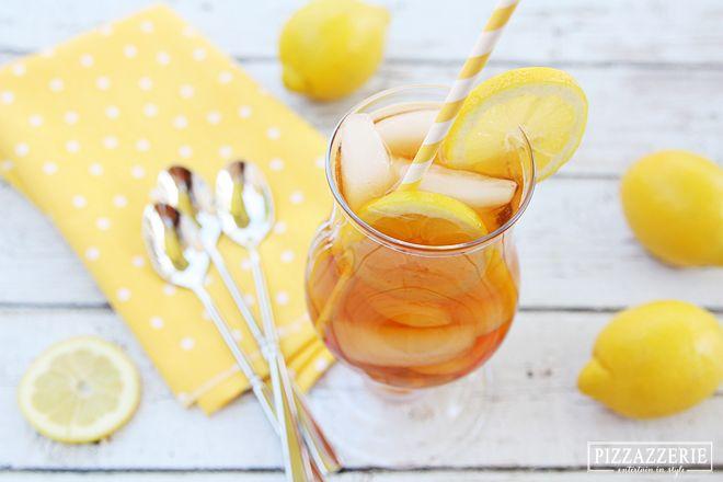 Lemon Iced Tea Bahan : 2 kantung teh melati 2 cangkir air 2 sdm gula 1 sdm perasan jeruk lemon Cara membuat : 1. Seduh teh dengan dua cangkir air. 2. Campur dengan gula, aduk dan campurkan perasan jeruk lemon. 3. Sajikan dengan es batu dan sajikan dengan potongan jeruk lemon sebagai pelengkap.