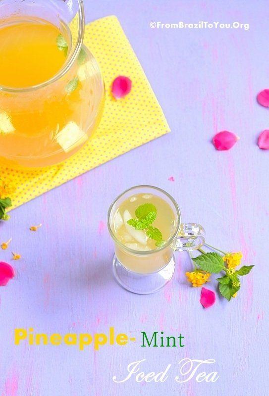 Homemade pineapple mint iced tea (Chá de Abacaxi com Hortelã) Bahan : Satu buah nanas yang sudah dikupas dan dicuci, potong dadu 2 liter air mineral 1 buah batang kayu manis 8 lembar daun mint Madu secukupnya untuk perisa Cara membuat : 1. Rebus nanas, kayu manis, dan air selama 20 menit, sisihkan. 2. Masukkan daun mint dan madu, aduk selama 15 menit selagi masih hangat. 3. Blender nanas yang telah direbus dengan air rebusannya. 4. Masukkan ke dalm kulkas selama dua jam. 5. Sajikan dengan es batu.