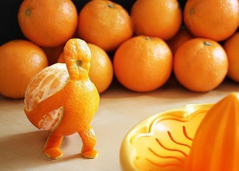 Buah populer lainnya adalah jeruk nih pulsker buat buka puasa. Warnanya yang memikat dan rasanya yang manis mengandung asam folat, dan antioksidan untuk melawan penyakit. Apalagi kalau dibikin jus nih, seger banget deh.