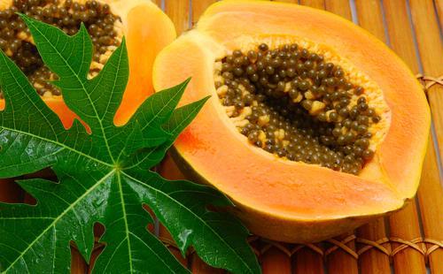 Selain bermanfaat untuk kesehatan mata, pepaya juga baik untuk pencernaan. Kandungan gizinya banyak lho, ada betakaroten, beta-cryptoxanthin, lutein dan zeaksantin. Dan kandungan vitamin C nya juga ada di buah ini.