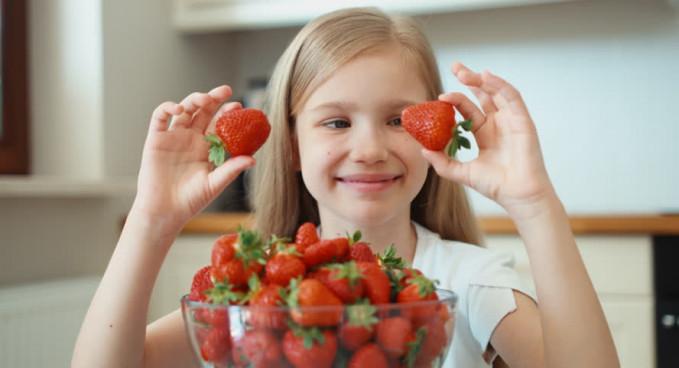 Stroberi juga bagus nih pulsker untuk pencernaan. Cocok banget dikonsumsi selepas berbuka untuk melancarkan pencernaan tubuh. buah ini juga berkhasiat menjaga kesehatan wajah, mengontrol kadar kolesterol, hingga mencegah kanker.
