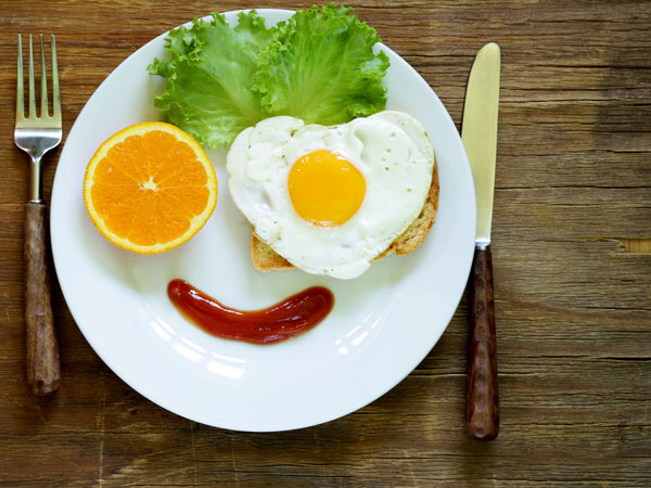 Telur bisa menjadi alternatif konsumsi saat sahur pulsker. Karena telur mampu menekan ghrelin, yakni hormon yang merangsang otak untuk merasa lapar dan rasa pengen makan.
