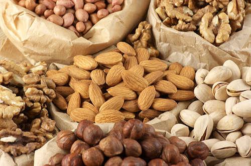 Yang tak kalah pentingnya lagi adalah kacang-kacangan. Kacang kaya akan protein dan karbohidrat kompleks, sehingga dapat mencegah lapar saat puasa.