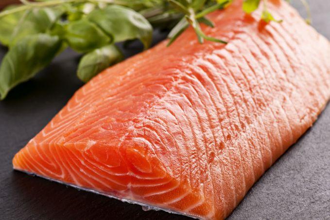Berikutnya adalah protein hewani dari ikan salmon atau tuna pulsker. Sebaiknya nih, ikan dikukus dan dipanggang sebelum dikonsumsi. Jangan lupa pula, tambahkan sayuran hijau agar sehat dan nikmat.