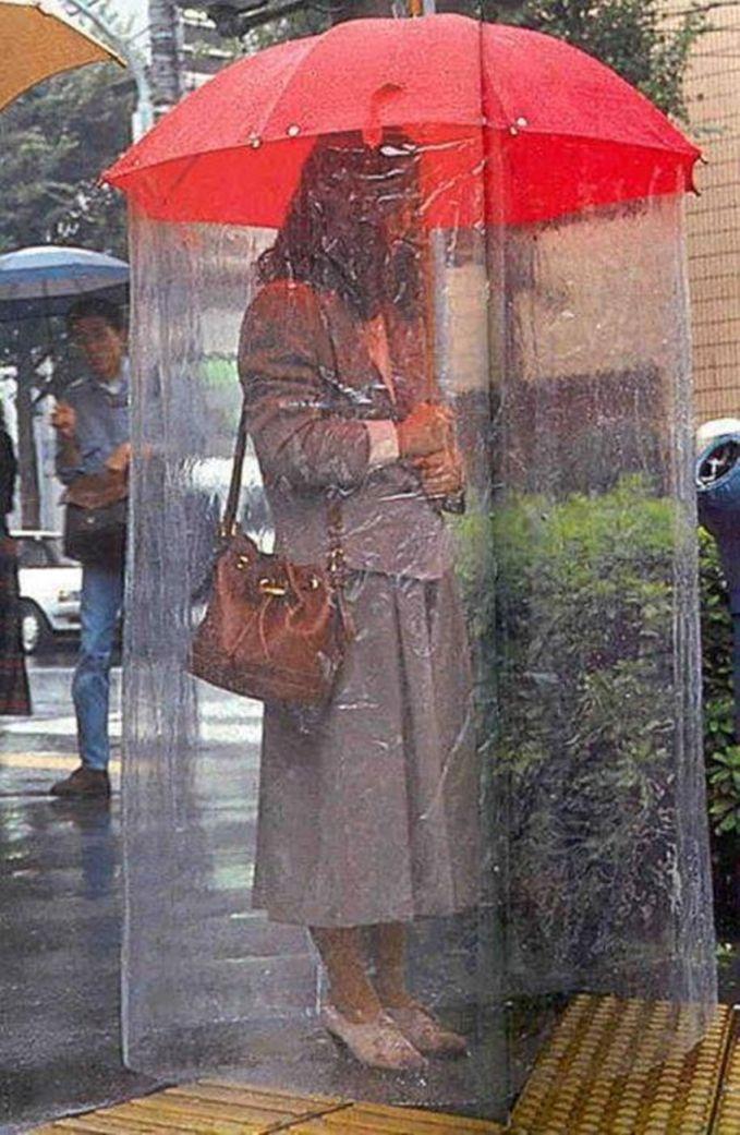 Agak repot juga sih kalau pakai payung kaya gini.
