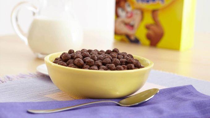 Sereal Biar makan sahurmu kenyang, kamu juga bisa membuat seral saat saur. Tinggal tambahkan susu, jadi deh.