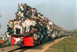 10 Foto Ngerinya Keadaan Kereta Api di India..Miris Banget!