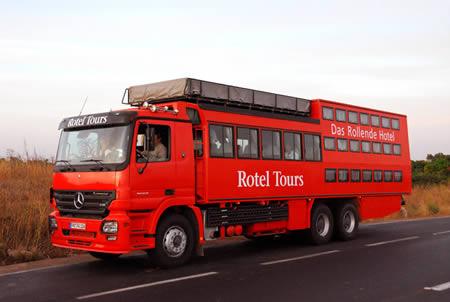 Masih dari Jerman nih, kali ini ada truk yang dimodifikasi jadi hotel berjalan. Namanya adalah 'Rotel' atau 'Rolling Hotel'.