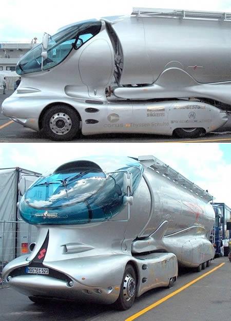 Siapa bilang Mercedes cuma bikin sedan mewah, truk mewah bisa tuh. Truk yang diberi nama Colani ini diambil dari nama perancangnya yakni Luigi Colani.