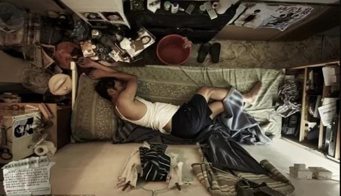 Jangan tanyakan apakah kita bisa tidur nyenyak di kamar yang sesempit ini.