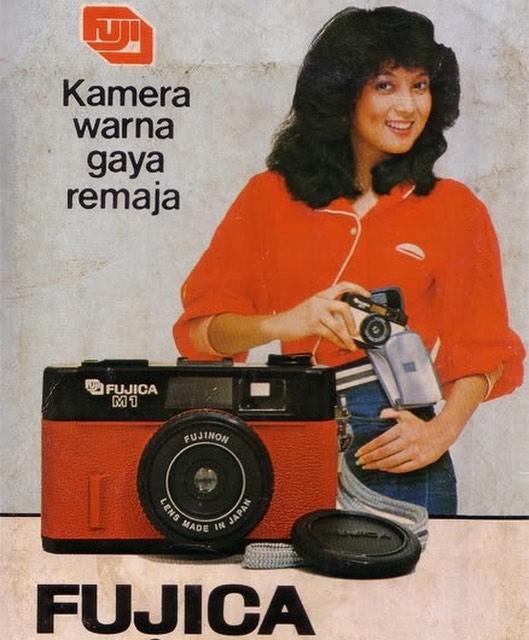 Anak muda jaman sekarang pasti jarang yang tau sama nama-nama dan wajah artis jadul. Ana Maria ini contohnya yang dulu membintangi iklan produk kamera pulsker.