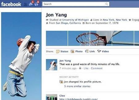 Pria asal Amerika Serikat yang akunnya bernama Jon Yang punya cara unik buat mempercantik profilnya. Dia memasang fotonya pas lagi main basket pulsker.