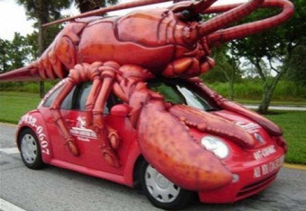 Bentar deh, coba perhatiin lagi pulsker. Gimana kalau buka pintunya ya?. Ada-ada aja nih yang modifikasi mobilnya. Mau nggak jalan-jalan naik mobil yang super beda dan keren dari penjuru dunia ini.