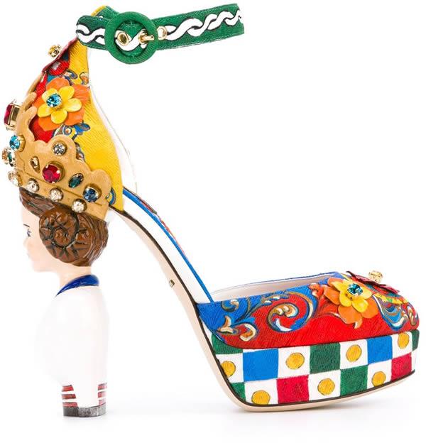 Brand top dunia, Dolce & Gabbana mendesain heels yang merupakan gambaran dari Bella Dona pulsker. Dirancang oleh Caretto Siciliano. Harganya dibanderol 4.995 dolar. Lumayan mahal juga ya?.