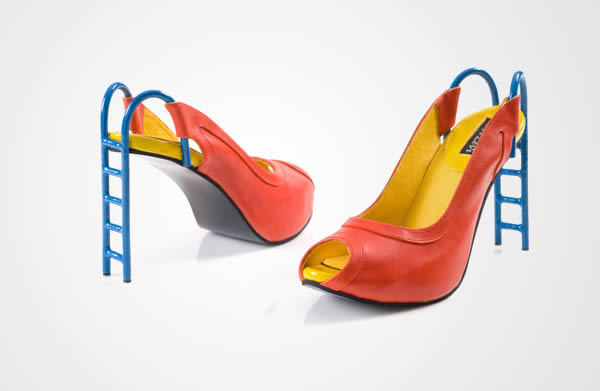 Perancang sepatu asal Israel, Kobi Levi membuat high heels yang belum kalian liat sebelumnya pulsker. Dia terinspirasi dari papan seluncuran anak-anak yang ada di taman. Jadinya kalau dibikin heels unik juga ya?.