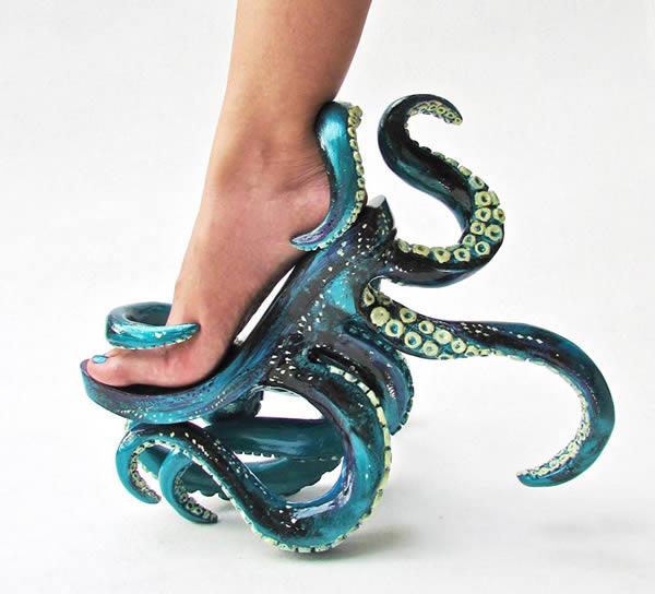 Kalau yang mirip gurita ini gimana pulsker?. Sepintas terlihat rumit banget, tapi artistik juga sih. Dibikin oleh desainer Filipina, Kermit Tesoro pulsker. Dia juga yang merancang heels Lady Gaga yang berbentuk tengkorak itu lho.