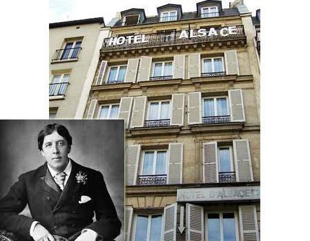 Penulis terkenal asal Irlandia, Oscar Wilde ditemukan tewas di Hotel d'Alasce Paris pada November 1900. Dia meninggal karena sakit di usianya yang masih berumur 46 tahun pulsker. Masih muda juga ya?.