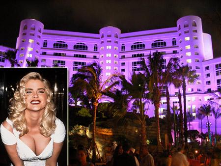 Berikutnya ada Anna Nicole Smith yang meninggal di sebuah kamar hitel di Hard Rock Hotel and Casino, Miami pada 8 Februari 2007. Dia meninggal akibat mengkonsumsi obat-obatan dalam jumlah bsar pulsker. Hal ini mengingatkan kita pada kematian Marilyn Monroe karena overdosis tahun 1962 silam.