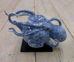 Keramik dengan Bentuk Gurita Karya Seniman Jepang Ini Emang Amazing Banget, Liat Nih 7 Fotonya !