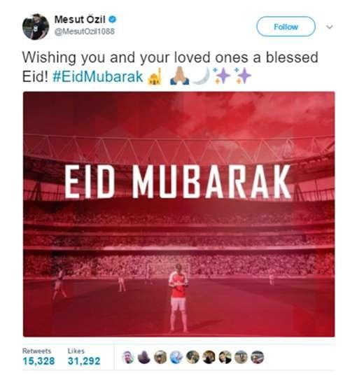 Selain piawai mengolah bola di lapangan, Mesut Ozil juga dikenal sebagai pemain bola muslim yang banyak jadi panutan. Punggawa timnas Jerman ini mengucapkannya lewat akun Twitter.