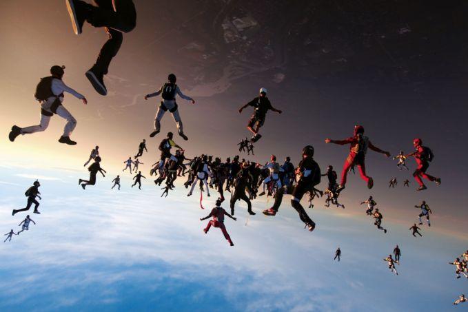 Foto ketiga adalah 138 orang yang terjun payung..keren kan?