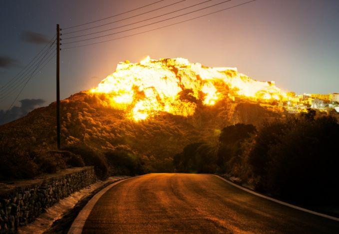 Ledakan yang mengerikan namun menakjubkan.