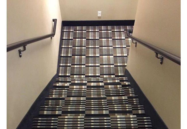 Kalau bentuk pola tangganya kamufalse kaya gini, jadi takut deh mau turun.