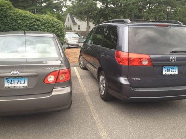 Entah apa hubungan kedua kendaraan ini, tapi yang jelas nomor polisi kendaraan ini terlihat urut.