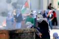 8 Potret Keberanian Wanita Palestina Melawan Pasukan Israel Walau dengan Senjata Sead…