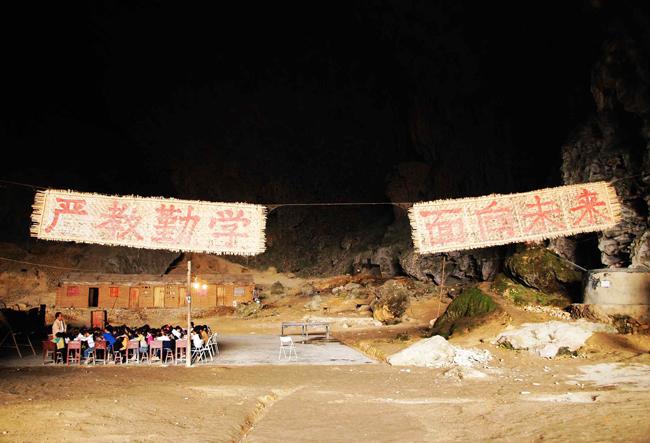Dan setelah sekolah ini resmi ditutup, anak-anak di desa ini harus menempuh perjalanan selama 2 jam untuk menuju sekolah terdekat.
