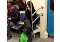 Kelakuan Aneh Para Penumpang Kereta Ini Bikin Kita Ngakak Deh!