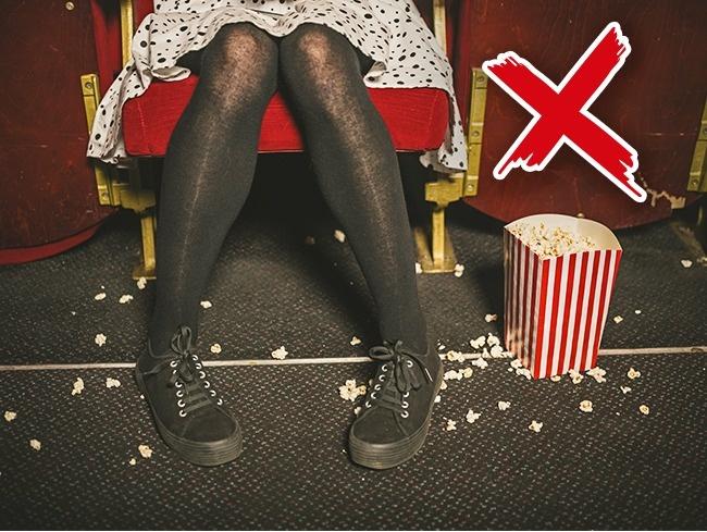 Menaruh sisa popcorn diatas kursi akan lebih membantu para Cleaning Service pada saat membersihkannya.