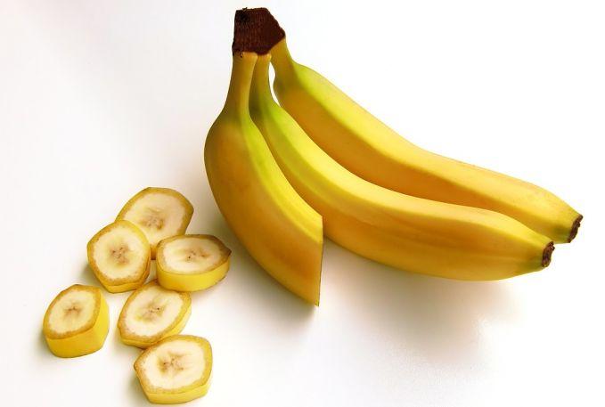 Pisang Pisang mengandung serat dan kandungan mineral yang dibutuhkan untuk memperlancar pencernaan dalam tubuh. Tapi jangan terlalu banyak ya, karena mengkonsumsi banyak pisang yang sudah matang malah menyebabkan sembelit.
