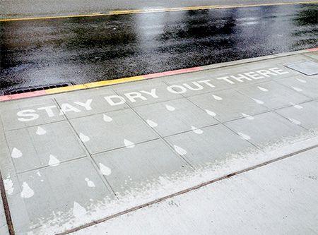 Karena menggunakan zat Superhydrophobic Coating, walaupun hujan dan basah terlihat kering dan indah.